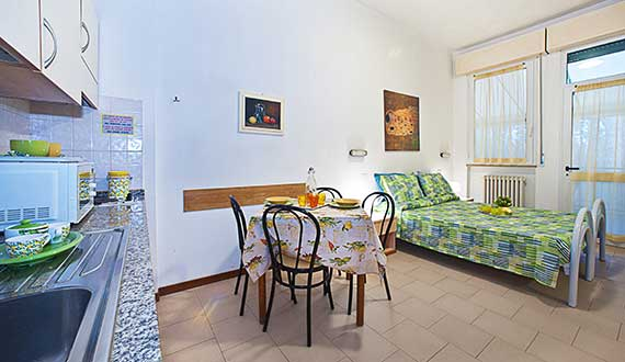 Studio Apartments 2-3 People in Marina di Massa