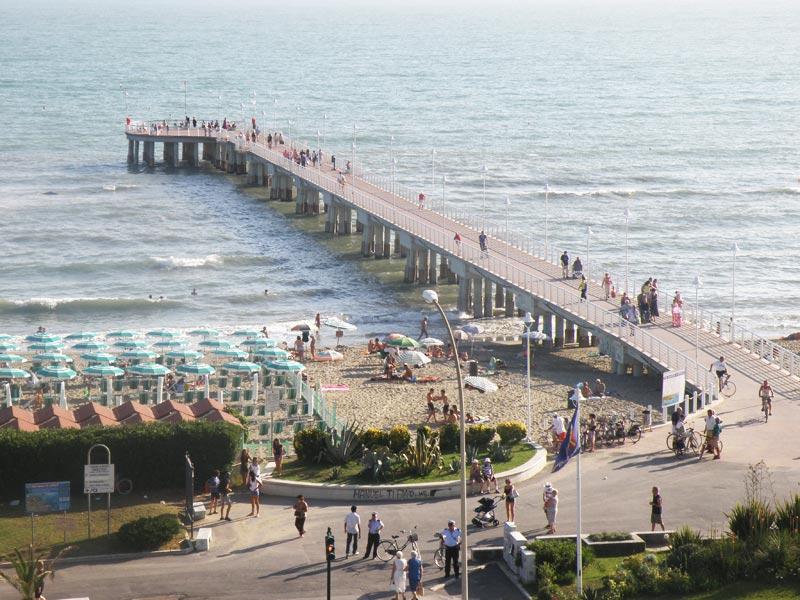 Matrimonio Spiaggia Marina Di Massa : Marina di massa ostello lilly mare località partaccia