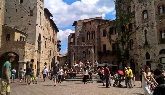 San Gimignano is located ?php echo